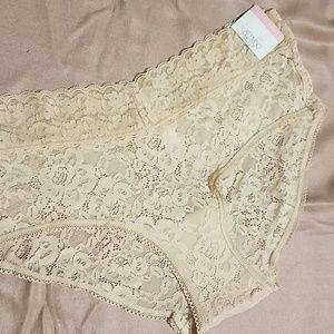 NWT blush color hipster lace panties